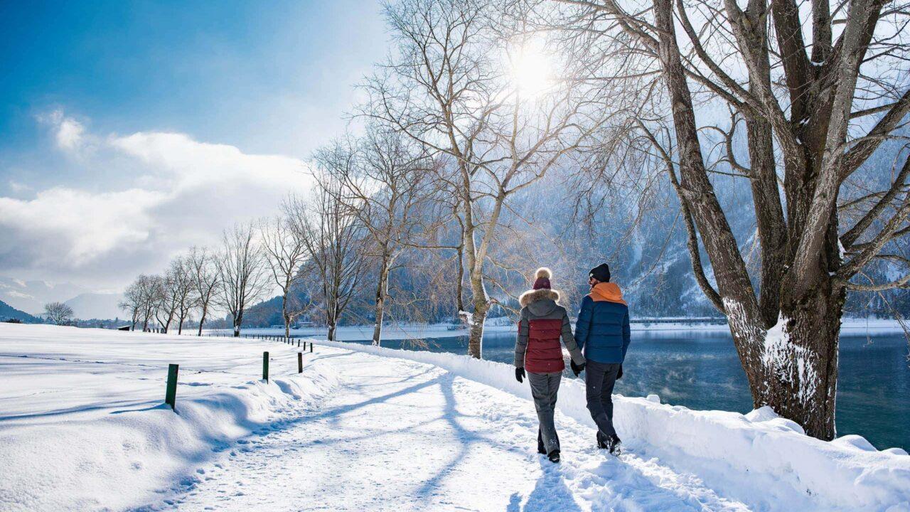 Winterwandern am Achensee scaled 1